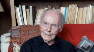 René de Obaldia chez lui.