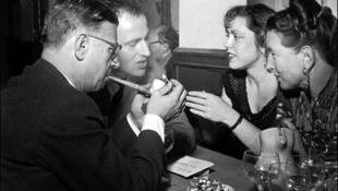 鮑里斯 維昂與薩特(左一),波伏娃(右一)在一起