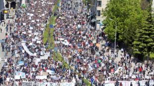 Manifestation d'étudiants et de lycéens contre le projet de réforme du système éducatif par le gouvernement, le 23 avril à Skopje.