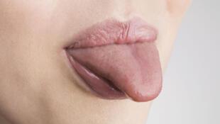La langue d'une femme.