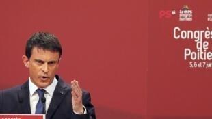 Le Premier ministre Manuel Valls, le 6 juin 2015, à Poitiers (France).