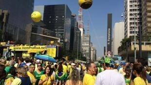 Manifestação contra Dilma em SP fechou a avenida Paulista