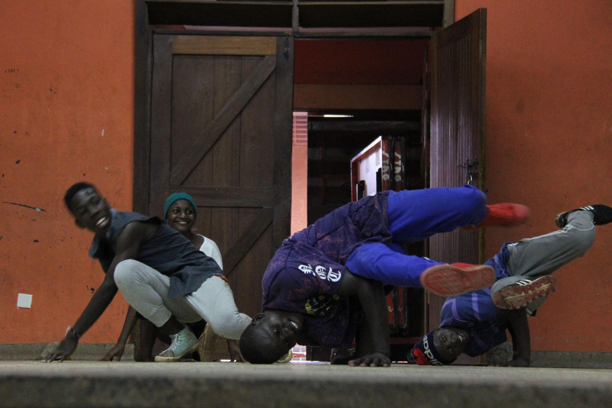 Des jeunes du Breakdance Project Uganda s'entraînent, le 5 juillet 2017.