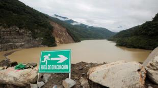 A entidade que supervisiona a emergência emitiu alerta vermelho de evacuação para quatro dos doze municípios na zona de risco da usina Hidroituango, no departamento (estado) de Antioquia.