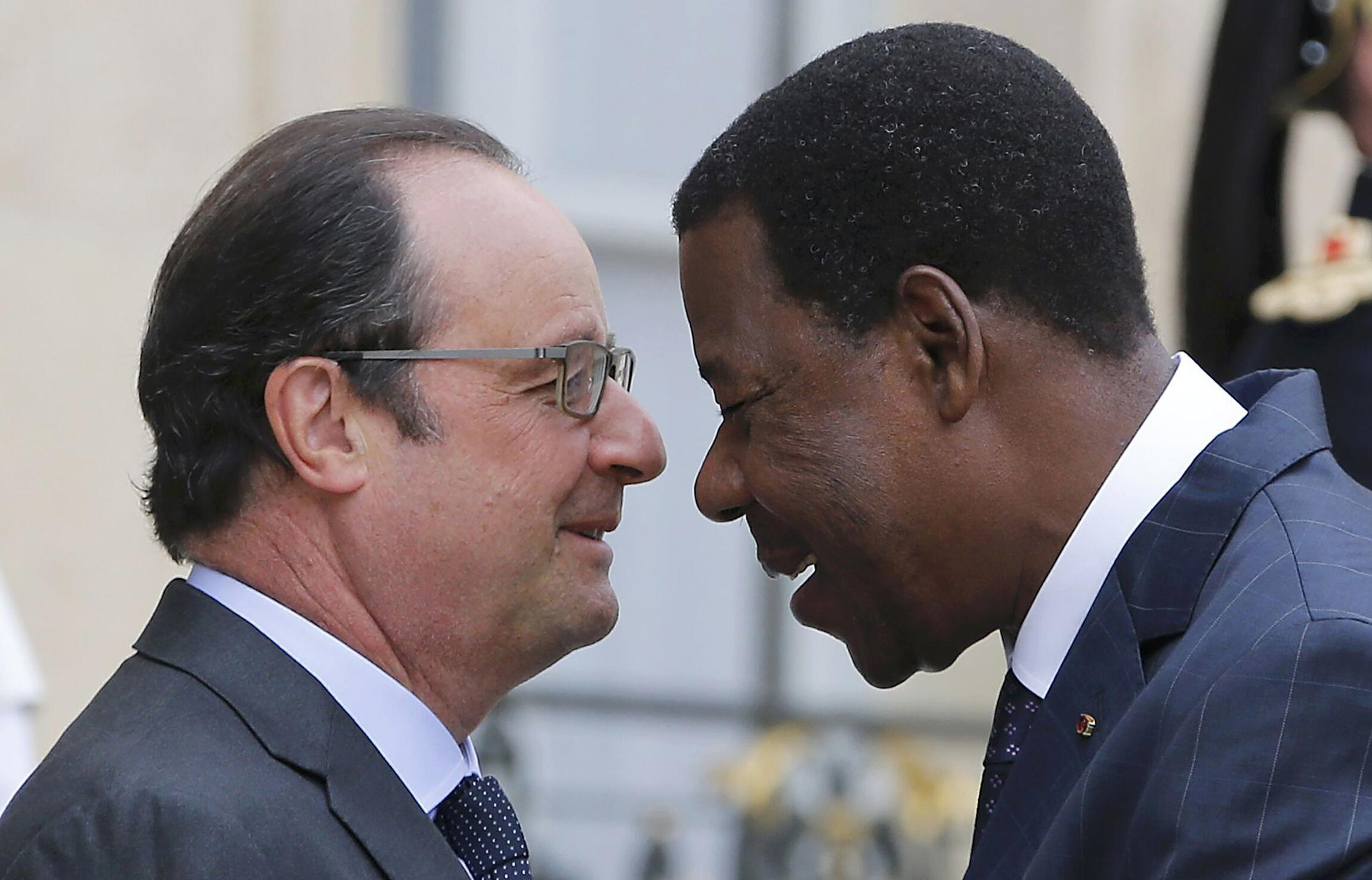 Le président français, François Hollande et l'ancien président du Benin Boni Yayi, à l'Elysée, 18 août 2015.