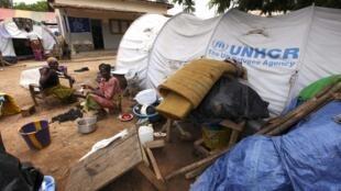 La mission catholique de Duékoué est débordée par les réfugiés qui ont du fuir leurs habitations lors de la crise postélectorale.