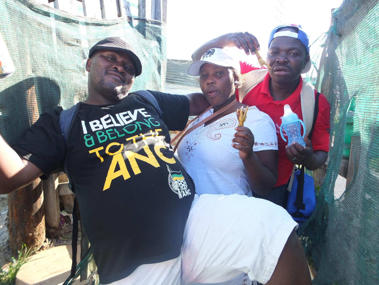 Des fêtards du Congrès national africain (ANC) à Khayelitsha, le 17 décembre, encore ivres de la veille...