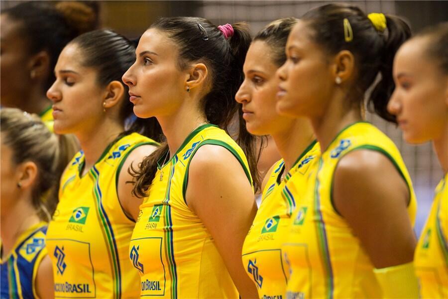 As brasileiras venceram as búlgaras por 3 sets a 0 na estréia do mundial de vôlei feminino.