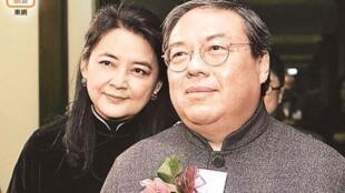 香港前民政局长何志平夫妇