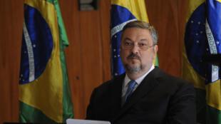El ex-ministro Antonio Palocci fue condenado este lunes a 12 años e dos meses de prisión por corrupción pasiva y lavado de dinero.