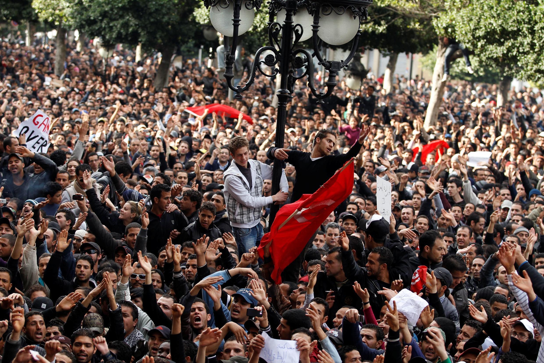 Tunisie - Manifs 2020-12-15T100208Z_872835323_RC2MNK99ZX1F_RTRMADP_3_TUNISIA-UPRISING