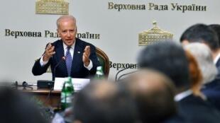 O vice-presidente dos Estados Unidos, Joe Biden, está em Kiev e encontrou esta manhã (22) o governo de transição pró-ocidental ucraniano.
