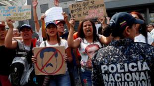 Partidarios de Juan Guaidó manifiestan contra el gobierno de Nicolás Maduro en Caracas, el 10 de abril de 2019.