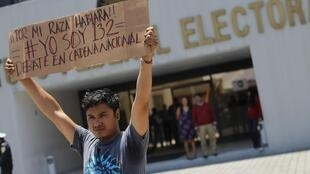 Manifestación para que se transmita el segundo debate presidencial en la televisión pública mexicana, en México D.F. este 31 de mayo de 2012.