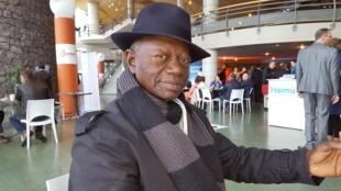 Sa Majesté Dingom Joseph Calasance, éleveur de porcs, chef traditionnel du village de Missolé 1, fondateur de la MUPAC.