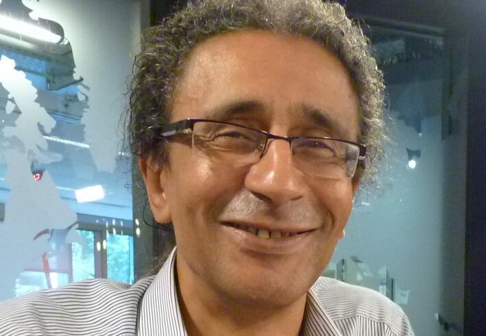 Santiago Artozqui en los estudios de RFI.