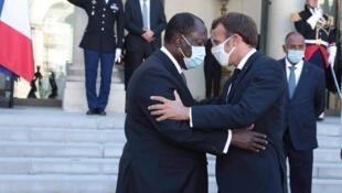 L'opposition ivoirienne en exil à Paris dénonce la candidature d'Alassane Ouattara à un troisième mandat.