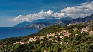Le village de Lukova sur la mer ionnienne, en Albanie.
