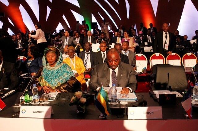 Mataimakiyar Shugaba Gambia Fatoumata Tambajang da shugaba Gabon Ali Bongo Ondimba