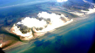 Deepwater Horizon oil spill at Chandeleur Islands LA, May 2010