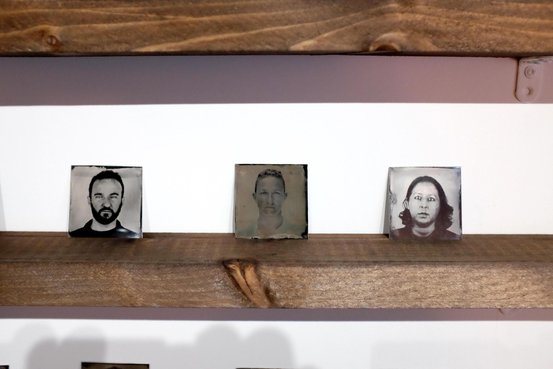 Trois portraits d'immigrés réalisés par Almudena Romero pour « Growing Concerns ».