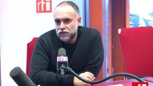 O cineasta Karim Aïnouz, em entrevista à RFI Brasil