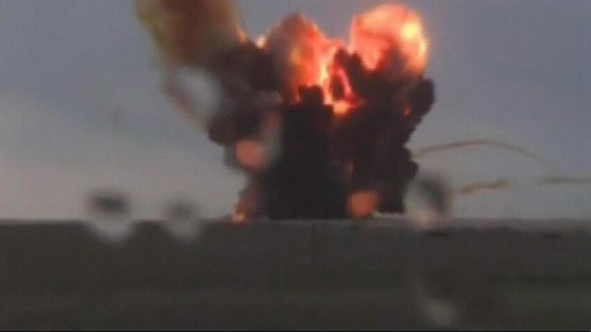 Ảnh chụp màn hình cho thấy tên lửa đẩy vệ tinh Proton-M phát nổ sau khi rời bệ phóng hồi 02/07/2013. 2013