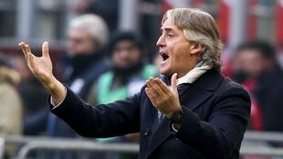 Roberto Mancini's Inter Milan side fell further behind leaders Napoli on Sunday.
