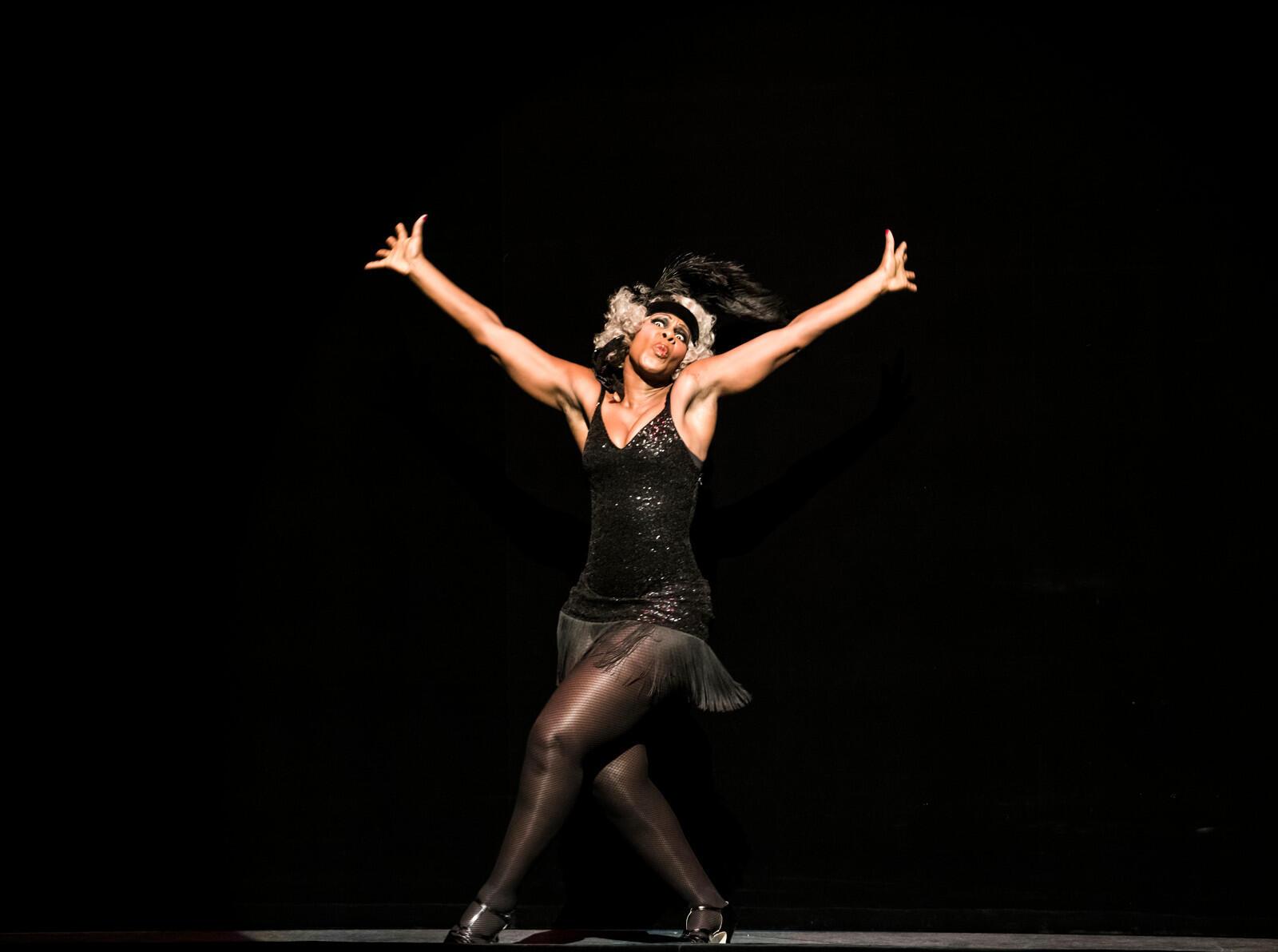 После первого и четвертого актов «Манон» на сцене Парижской оперы звучит голос Жозефины Бейкер