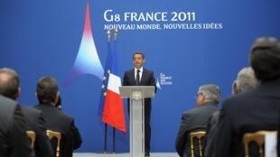 Nicolas Sarkozy s'exprimant à Paris devant les ministres de l'Intérieur et de la Justice du G8 élargi à la lutte antidrogue.