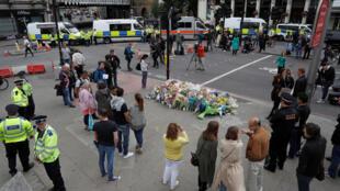 Mémorial sur le London Bridge le 5 juin 2017, près du marché de Borough après les attaques de samedi soir qui a fait 7 morts et dizaines de blessés.