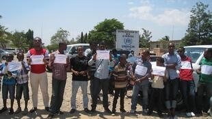 Manifestation devant le siège de la représentantion du HCR à Bujumbura, lundi 26 août 2013.
