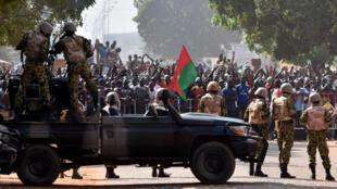 30 octobre : Les forces de l'ordre bloquent les manifestants à Ouagadougou.