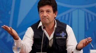 Desde o início da crise do COVID-19 o ministro brasileiro da saúde Luiz Henrique Mandetta, tem manifestado o seu desacordo com o Presidente Jaír Bolsonaro.