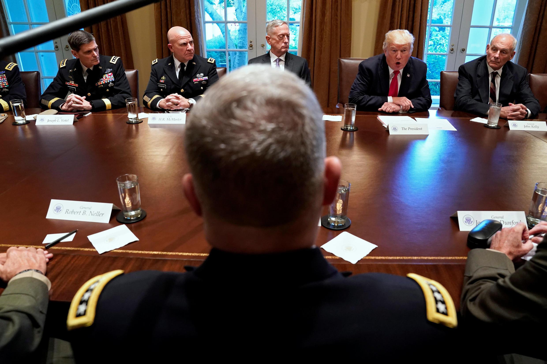 دیدار دونالد ترامپ، رئیس جمهوری آمریکا با فرماندهان ارشد ارتش آمریکا در کاخ سفید. پنجشنبه  ١٣ مهر/ ۵  اکتبر ٢٠۱٧
