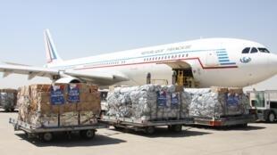 Un avion d'aide humanitaire français à Erbil en Irak, le 10 août 2014.