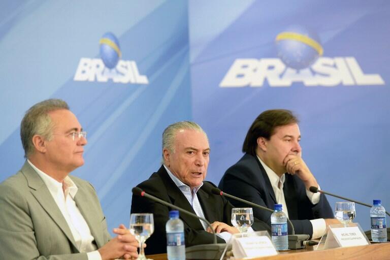 O presidente Michel Temer, o ex-presidente do Senado Renan Calheiros e do Câmara, Rodrigo Maia, em novembro de 2016