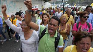 Manifestantes exigen en Caracas elecciones anticipadas y la liberación de los presos políticos.