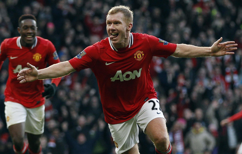 Dan wasan Manchester United Scholes lokacin da yake murnar zira kwallo a ragar  Bolton Wanderers