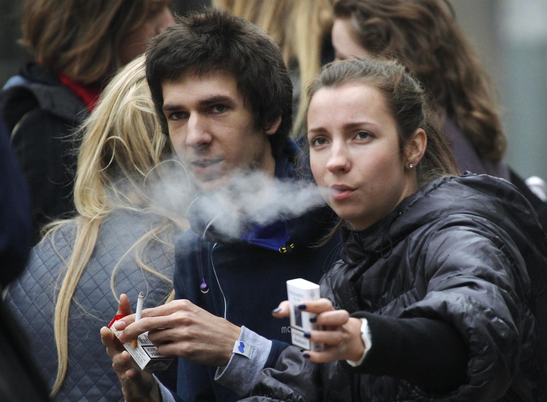 Doenças relacionadas ao consumo do cigarro matam 73 mil pessoas por ano na França.