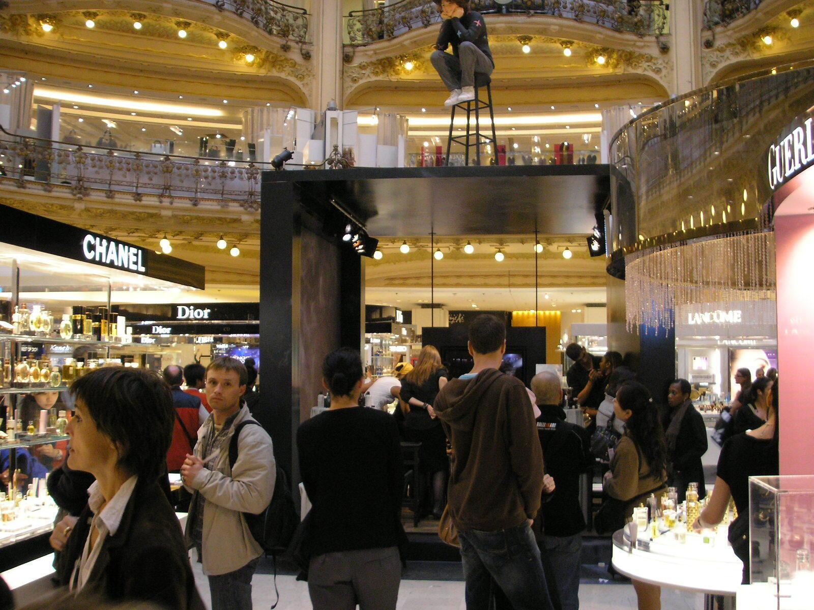 Galeries Lafayette que é uma loja de departamento francesa.