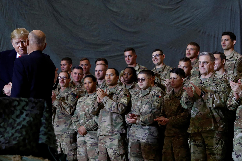 Presidente americano, Donald Trump, com soldados americanos numa base do Afeganistão a 28 de novembro