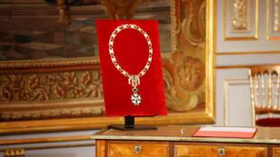 Нагрудная цепь Великого магистра — высшая степень ордена Почетного легиона временно вручается только действующему президенту Франции
