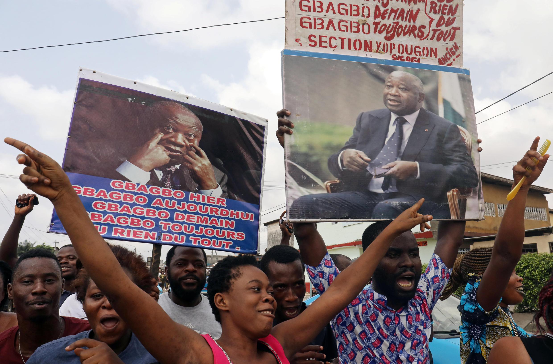 Apoiantes de Laurent Gbagbo celebrando em Abidjan a absolvição do seu líder neste dia 15 de Janeiro de 2019.
