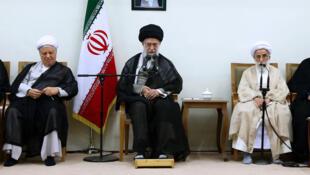 آیتالله علی خامنهای، رهبر جمهوری اسلامی، در اولین دیدار خود با اعضای پنجمین دوره مجلس خبرگان رهبری