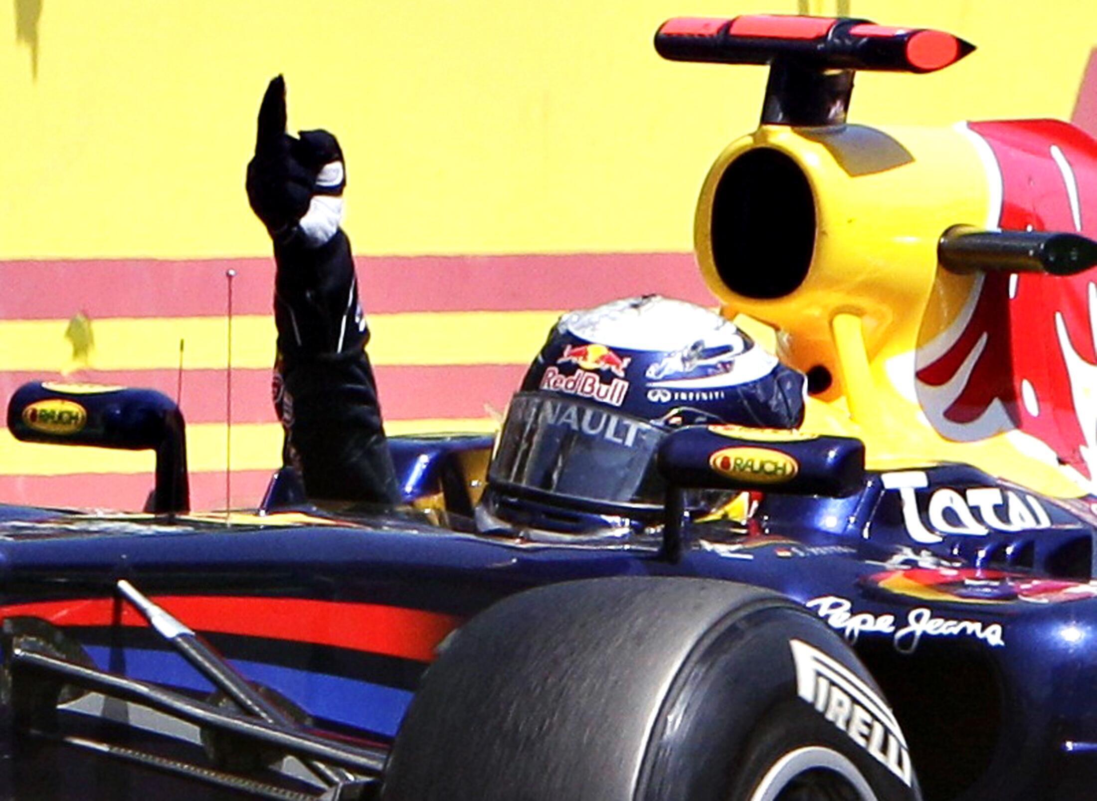 Sebastian Vettel akishangilia moja ya ushindi wake