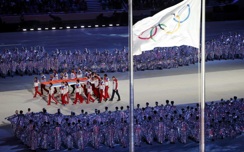 Bandeira russa no encerramento dos Jogos olímpicos de Inverno 2014 em Sotchi.