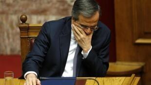 Premiê grego Antonis Samaras durante o último turno de votação presidencial no Parlamento de Atenas, nesta segunda-feira, 29 de dezembro de 2014.