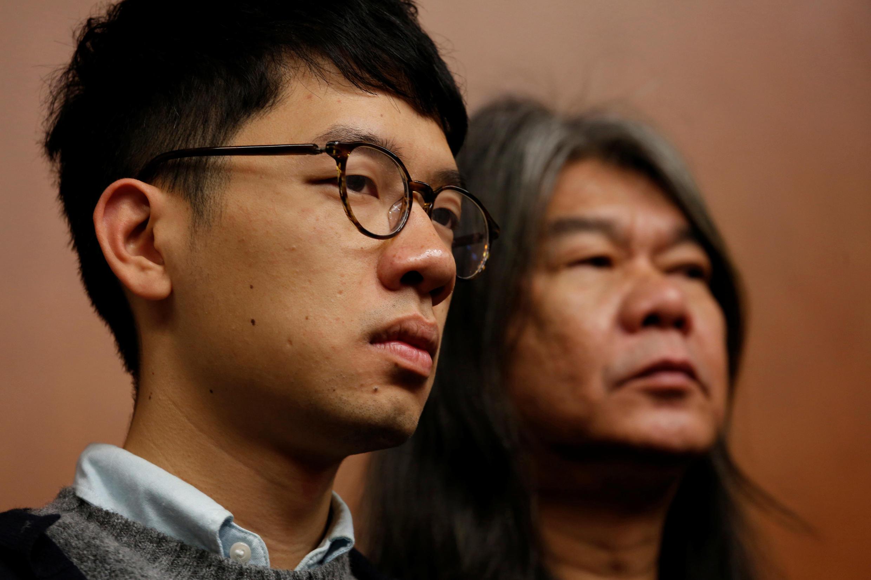 香港泛民主派议员罗冠聪(左)和梁国雄2016年11月30日在立法会举行记者会。