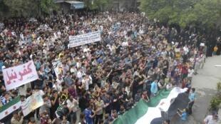 Militantes protestam contra al-Assad nos arredores de Idleb